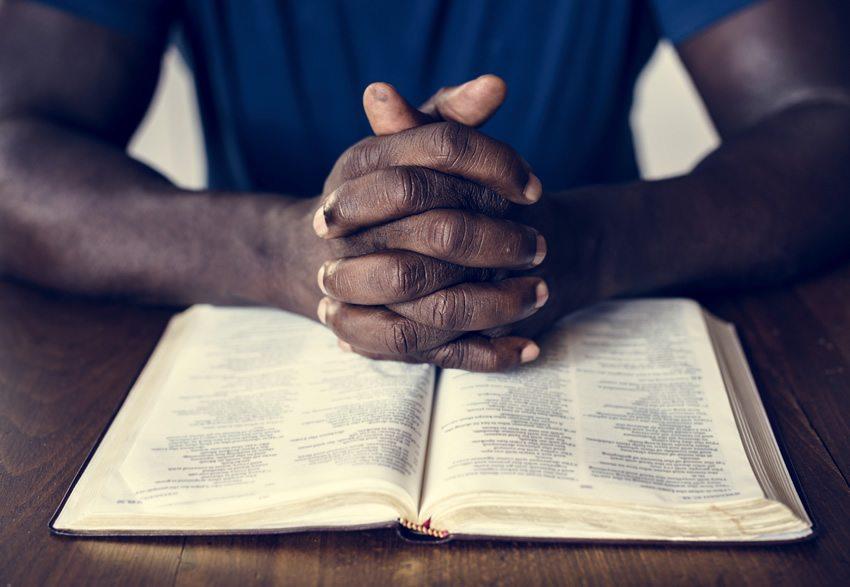 como estudar a bíblia sozinho