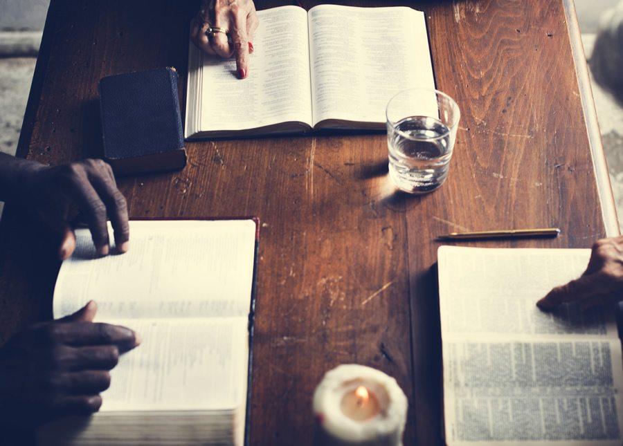 qual o nome dado ao estudo de interpretação da bíblia