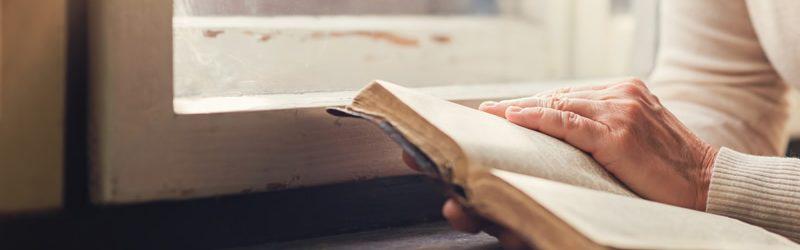 o que é uma bíblia de estudo